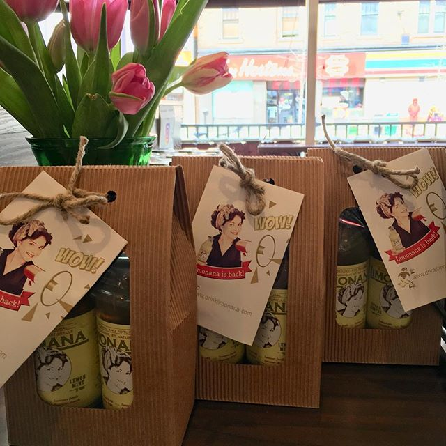 Did you pick-up your Limonana Gift Pack?  A delicious, elegant and healthy way to say thank you to a friend, a colleague or family member. $10 (tax incl.) Come today @crepesagogospadina to grab one today! #elegantgift #thankyou #smallpleasures #healthyfood #healthybeverage #organic #organicbeverages #koshergifts #kosherfoodie #toronto #torontolife #torontolifestyle #sharegoodness #goodnessinabottle #goodnessinaglass #yoga #yogifood #yogifoodie #yogahealth #downwarddog @mnjccfitness