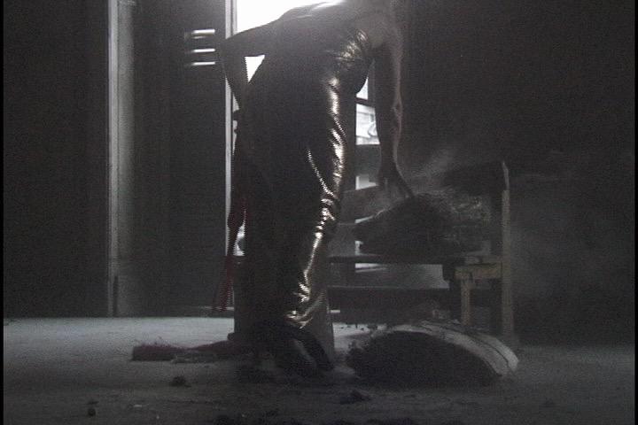 Ioana-Georgescu-Dust-Videostill-June.jpg