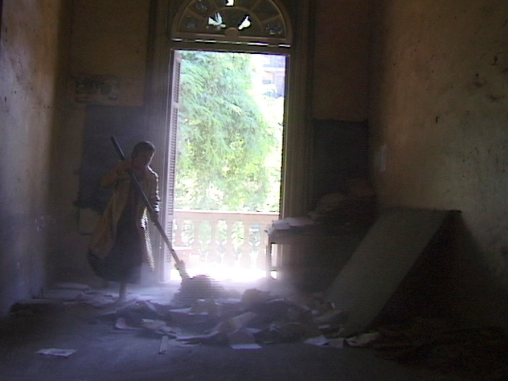 Ioana-Georgescu-Dust-Videostill-Door-Perf2.jpg