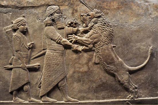 El rey asirio Ashurbanipal de caza en un relieve de la ciudad de Nínive.