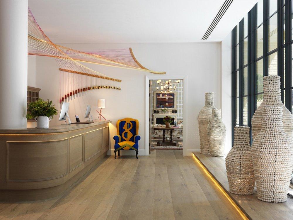 london-hotel-reception-bright-hamyard-soho-credit-simon-brown-1280x960.jpg