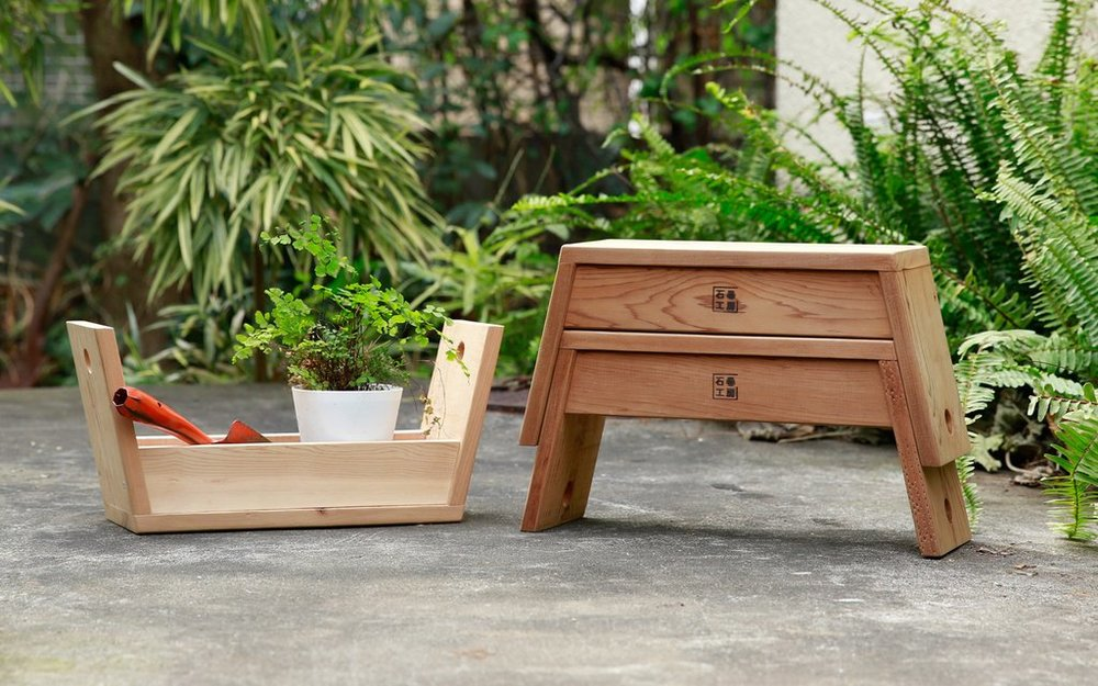 Carry stool, TOMOKO AZUMI, SHINOMAKI LABROTARY - The Carry stool functions as a container, tray and stool in one. As a container, it can be used for picnics as a tray for food and drinks, a perfect place for tools while gardening or just the right size stool when caring for the garden.