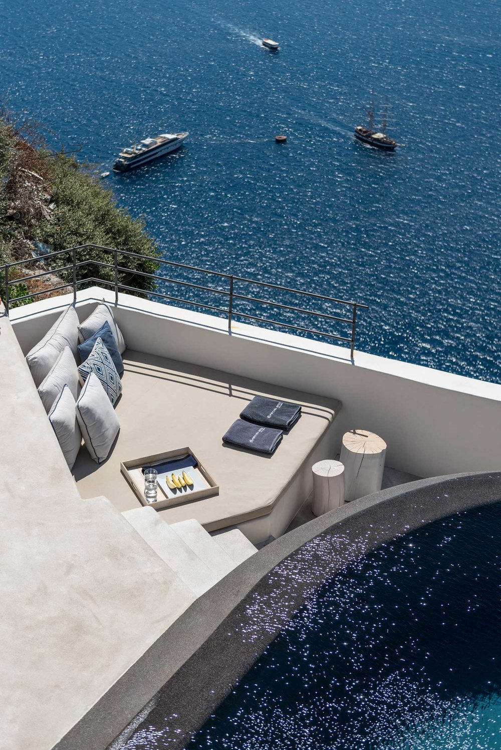 Porto-Fira-Suites-Hotel-in-Santorini-by-Interior-Design-Laboratorium-Yellowtrace-23.jpg