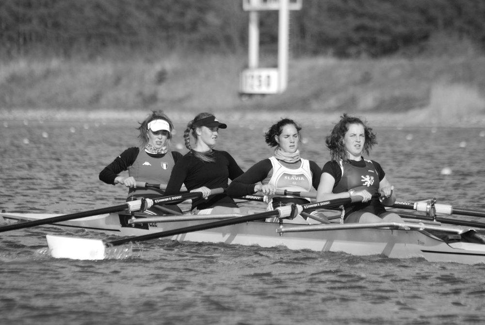 Karolína Hnízdilová(ČVK Praha), 1. zleva Karolína Hartmanová (SK HAMR), 2. zleva Sarah Erika Pechová (SK HAMR), 3. zleva Marie Štefková (ČVK Praha), 4. zleva