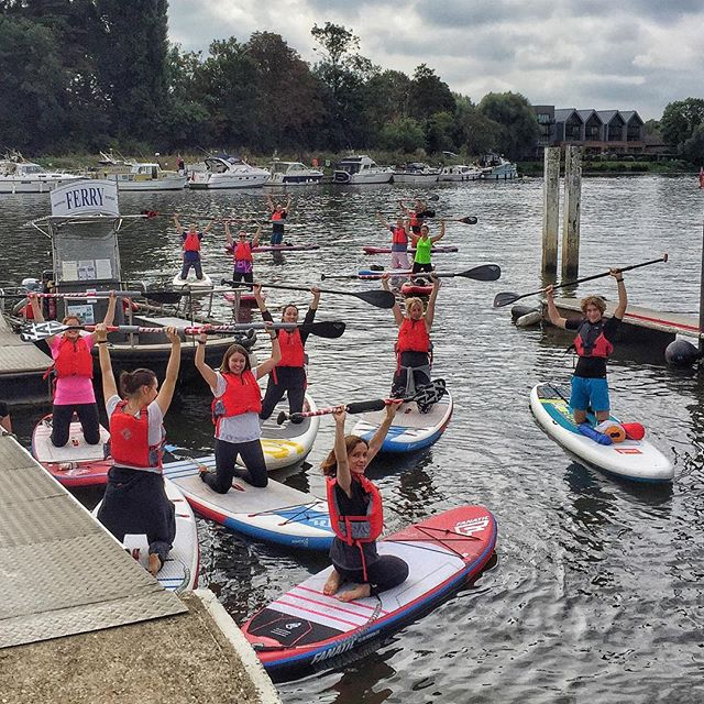 Great to get out on the water today with this awesome lot, teaching Stand Up Paddleboarding alongside @supkiko as part of the #LittlePaddle movement! Everyone did really well and stood tall upon the glorious River Thames! Moments like this are pure magic, huge thanks to Andy McLean for organising, and to everyone that took part!  #standuppaddleboarding #sup #paddleboarding #sayyesmore #redpaddleco #originpaddleboards #thames #riverthames #supkiko #yestribe