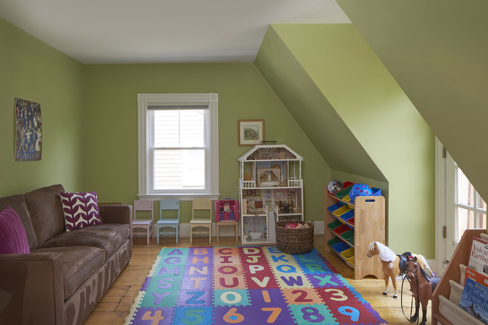 40_highland_ave_playroom.jpg
