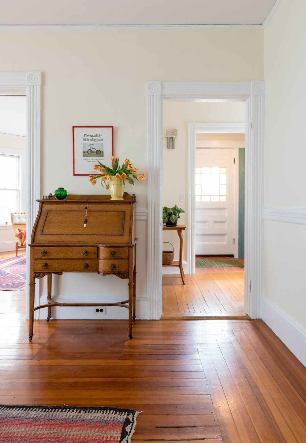 hallway to front hi.jpg
