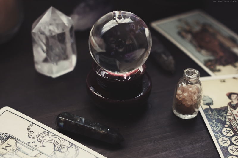 crystal-ball-tarot-victoria-elena.jpg