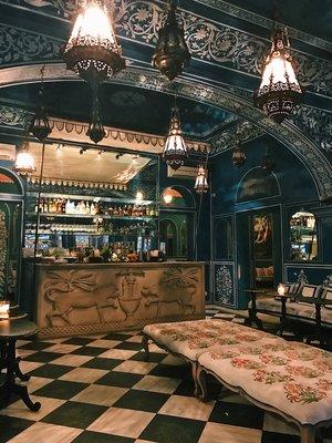 Gawking at Bar Palladio