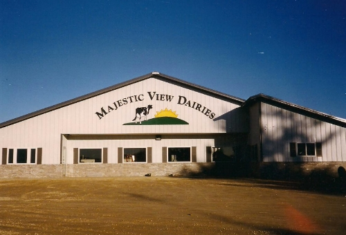 MAJESTIC VIEW DAIRY:  500 heifers on 460 DCC Waterbeds  junior  | 1,100 milking cows on sand