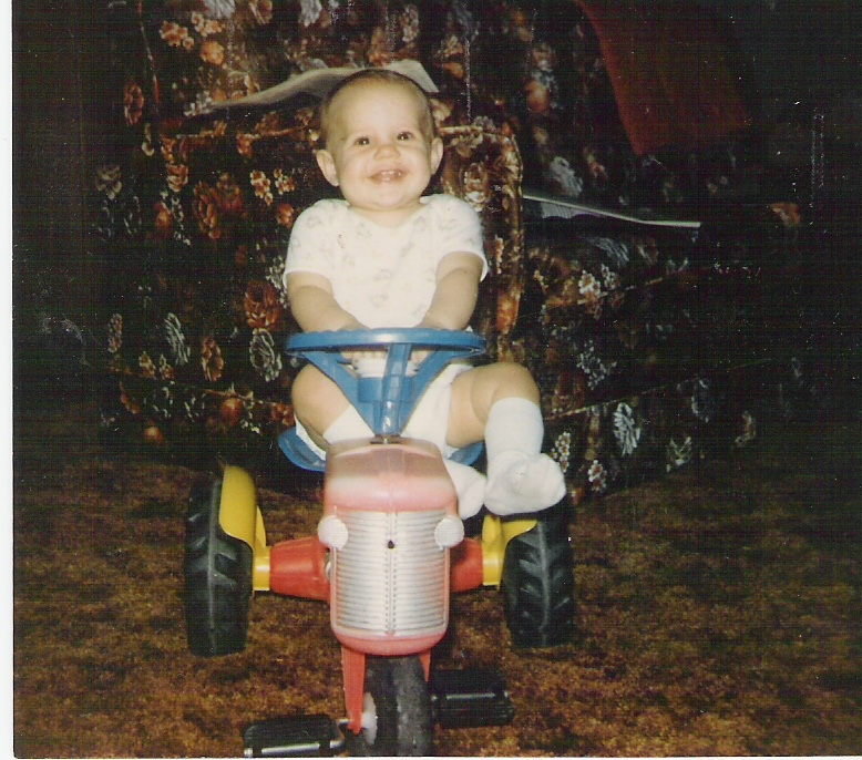 Farmer Rosanne at the tender age of 1. Don't you love the shag carpet and brown floral couch?! Love them '80s!