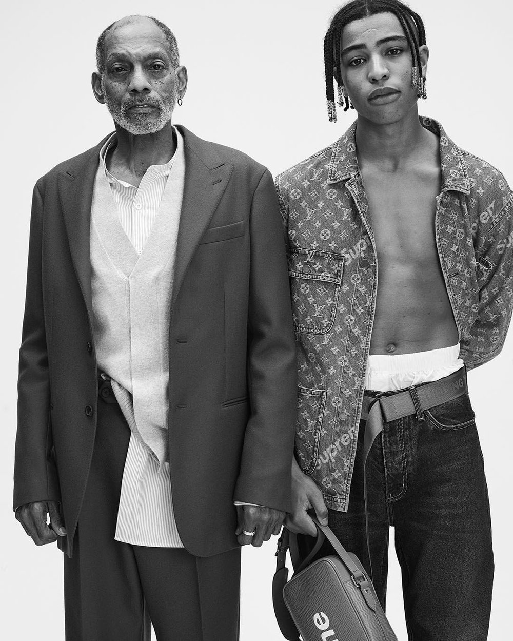 (RIGHT) MODEL WEARS FW17 STRAIGHT CHOP JEAN IN DARK 501