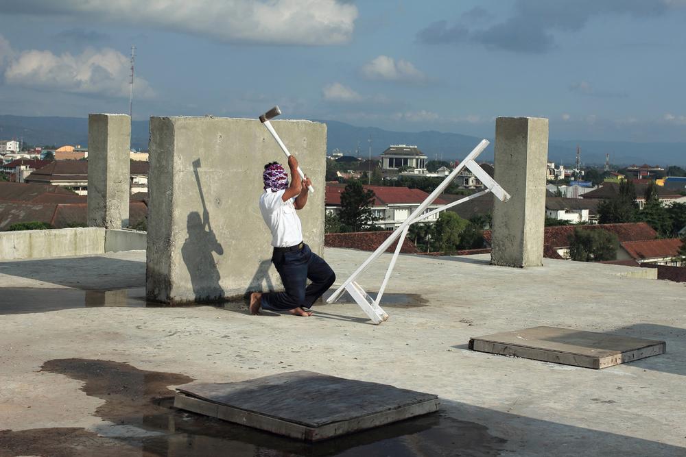Artist: Jim Allen Abel, Indonesia    Title: Gada Pratama Medium: c-print paper on d-bond & plexiglass   Dimension: 120 cm x 80 cm Edition: 3 + 2 AP    Year:2011