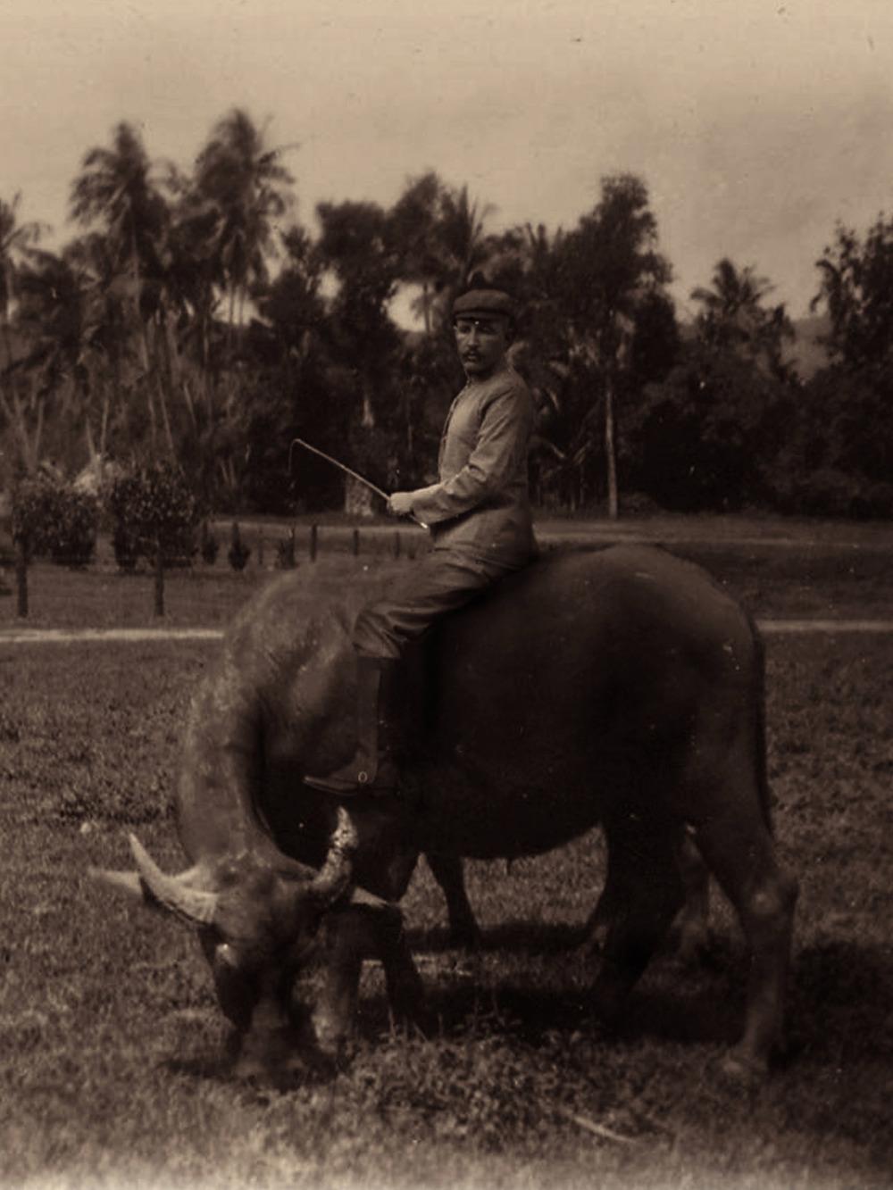 Artist: Agan Harahap (Indonesia)    Title: Vakantie In Indonesie series, Magelang 1903   Medium: mixed media    Dimension: 30 cm x 22.5 cm Year:2016