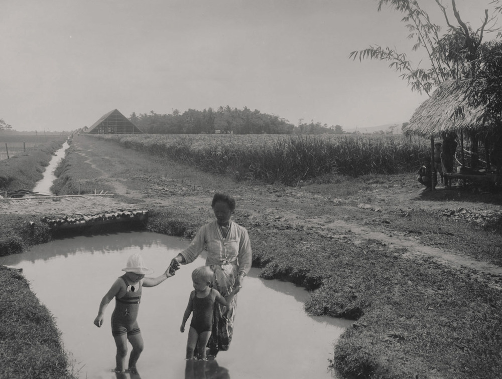 Artist: Agan Harahap (Indonesia)    Title: Vakantie In Indonesie series, Purworedjo 1906   Medium: mixed media    Dimension: 45 cm x 34 cm Year:2016