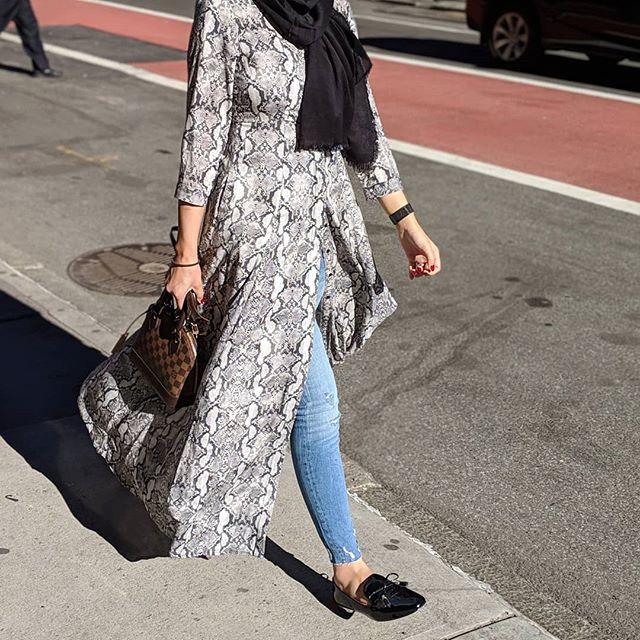 Manhattan🖤 . . . . . . . #wiw #sohonyc #nycblogger #manhattan #hijabi#chichijab#modesty#hijabstyleicon#hijabbeauty#hijabdaily#hijabista#hijabstyle_lookbook #modestfashion#minneapolis #hijabmodern #weekend #hijablookbook#hijabistyle#modestfashion#modestclothing#hijabtrend#lfl#tbt#mplsblogger #blogger#hijabiblogger#modernfh#fashionhijabis #hijabinspiration#thehijabstyle #ootdfashion