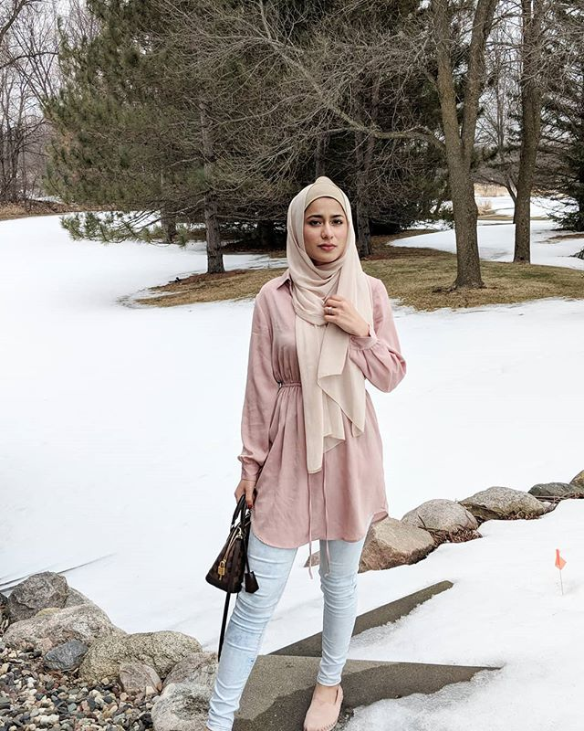 Spring vibes in Minnesota, where you still see snow💃 outfit is tagged✨ . . . . . . . #spring #pink #flowers #snow #snowinspring #blush #ootd #hijabiootd #hijabstyle_lookbook #hijabiblogger #hijabblogger #pkblogger #hijabchic #morning #snowland #hijabfashion #hijabtrend #viral #outfitoftheday #whatiwore #hijabibloggers #springoutfits #springsummer2019 #pinkoutfit #floral