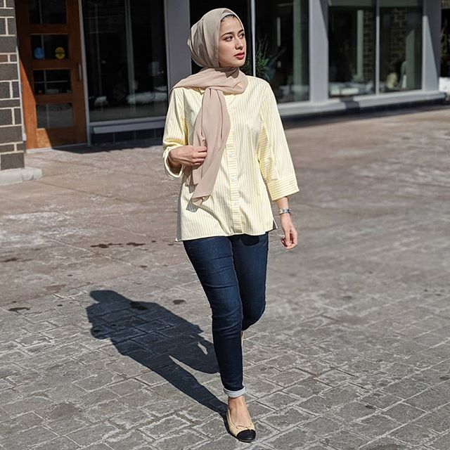 Spring is coming💐🌷✨ . . . . . . . . . . #wiw #sunday #hijabi#chichijab#modesty#hijabstyleicon#hijabbeauty#hijabdaily#hijabista#hijabstyle_lookbook #modestfashion#minneapolis #hijabmodern #hijablookbook#hijabistyle#modestfashion#modestclothing#hijabtrend#lfl#tbt#mplsblogger #blogger#hijabiblogger#modernfh#fashionhijabis #hijabinspiration#thehijabstyle #ootdfashion #hijabfashion #hijabibloggers