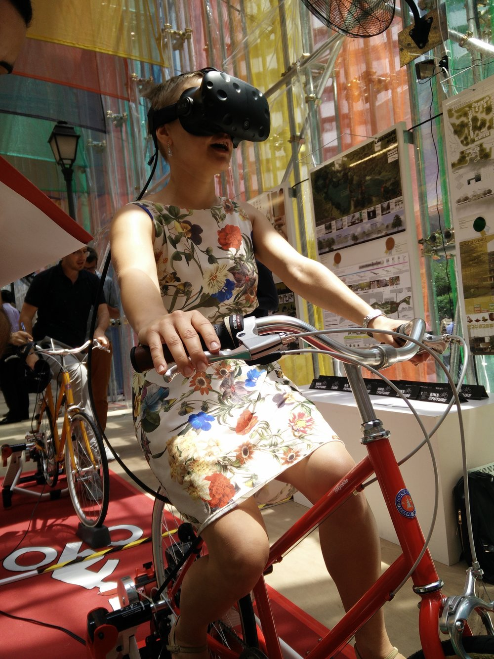 Testing the new and improved Singapore bike lanes in virtual reality.