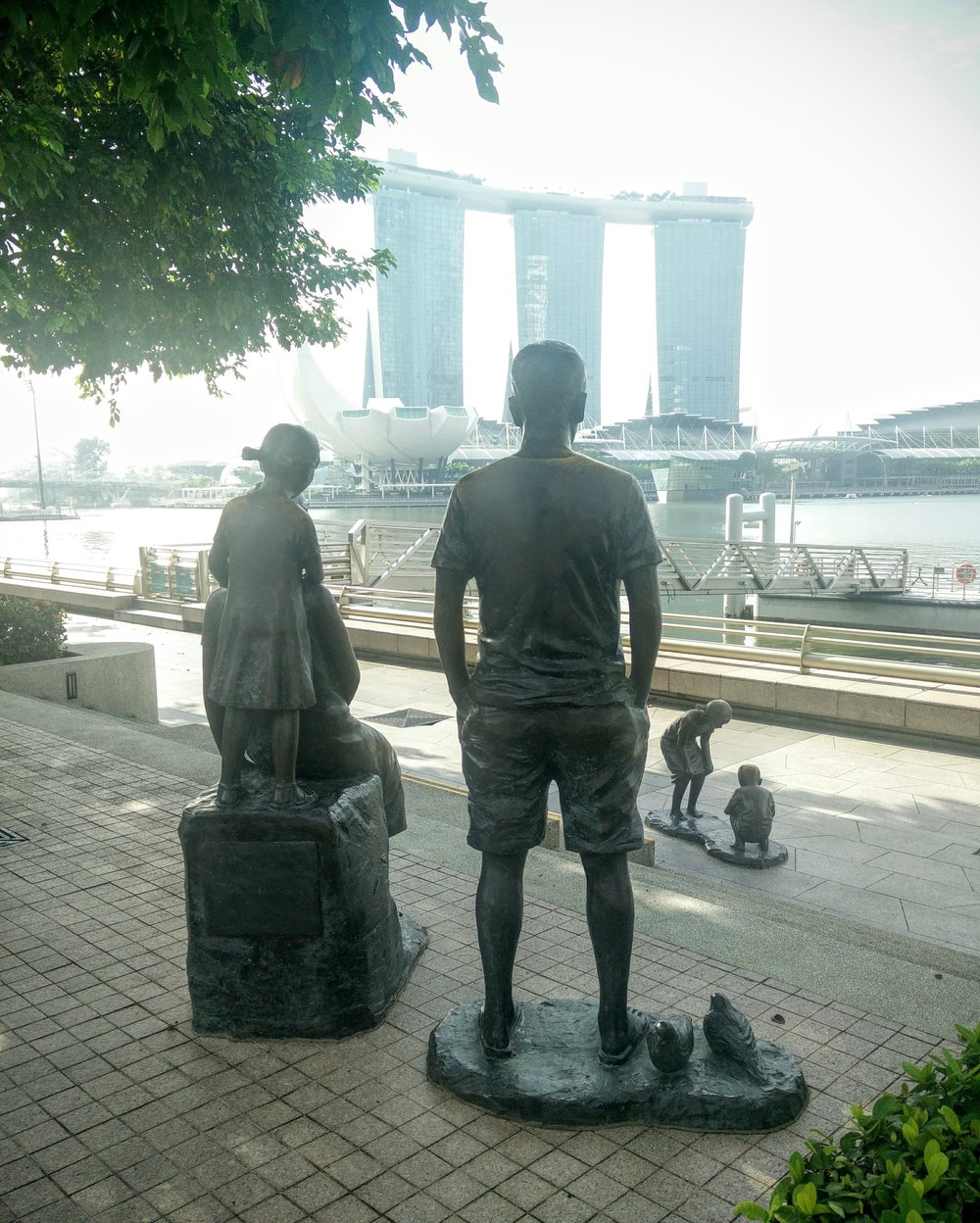 A nostalgic, 2014 commissioned sculpture by Lim Soo Ngee depicts a family enjoying a day on the Esplanade waterfront area.
