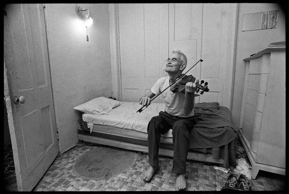 Boarding_House_Violin_Man.jpg