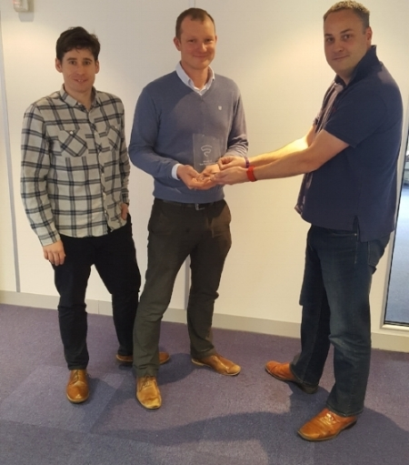 tOM ANDERSON (LEFT) AND JIM SCOTT (CENTRE) from grid edge PICK UP THE AWARD FROM silicon canal's Simon jennings