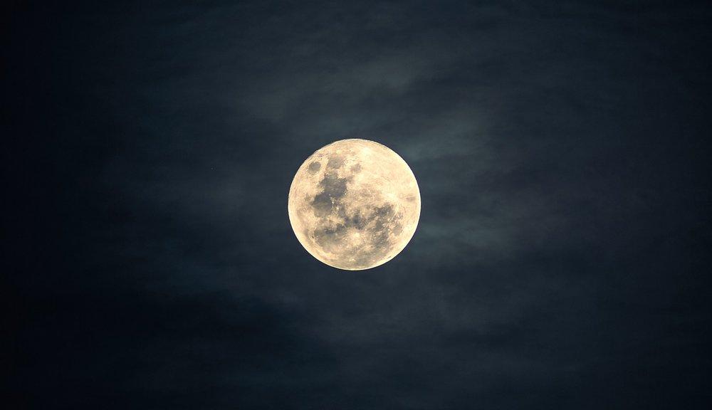 moon-2913221_1280.jpg