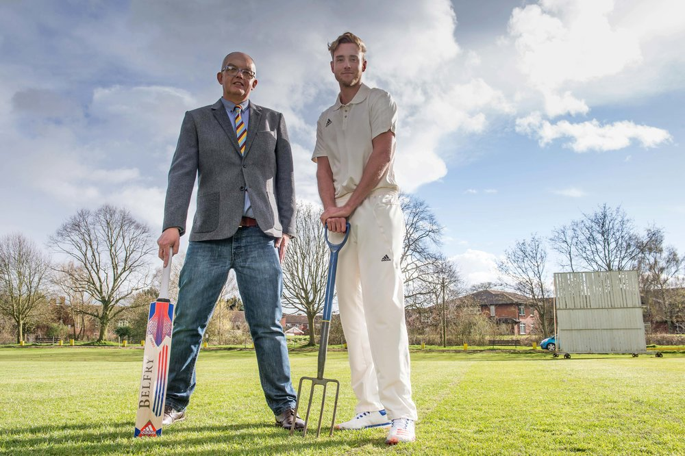Stuart Broad & Egerton Park CC Chairman, David Glover, launch Hardys Wines' 2016 Heartbeat of the Club campaign.jpeg