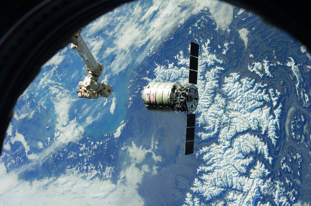 Canadarm2 Moves Toward Cygnus iss038e028044 copy.jpg