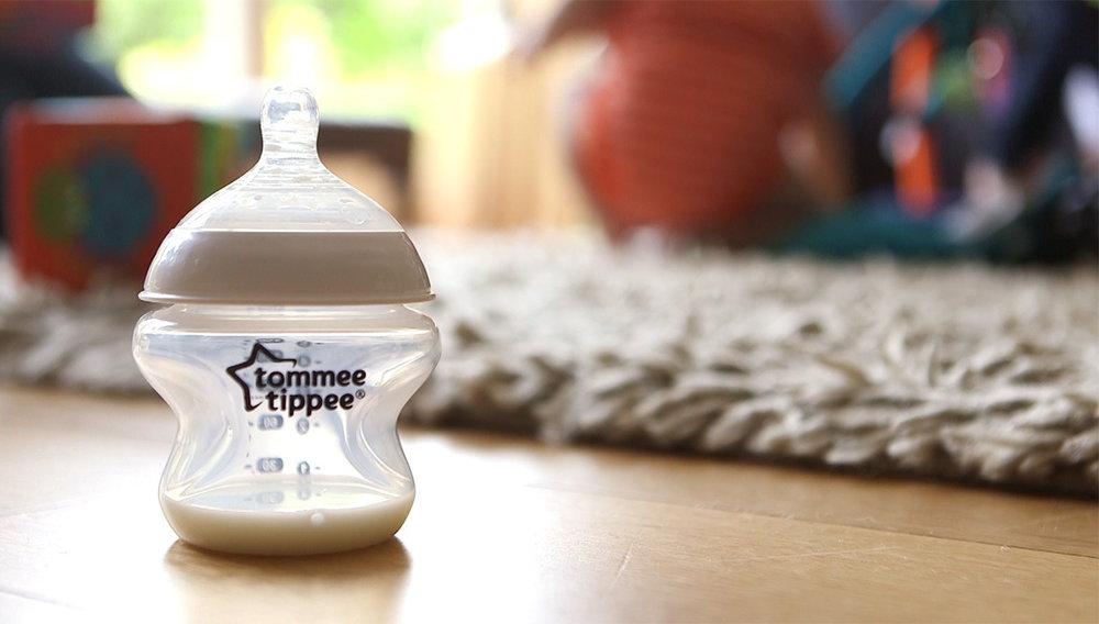 EasiVent, 150ml Feeding Bottle, product only, lifestyle.Jpg