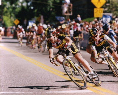 Elizabeth Emery leads out Saturn Cycling sprinter during Tour of Idaho criterium.