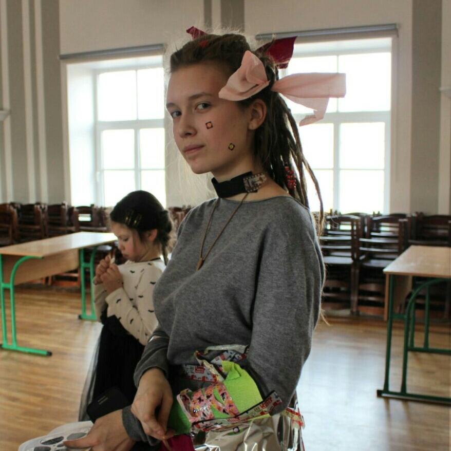 Marija kā komandas kapteine skolas radošajā pasākumā.