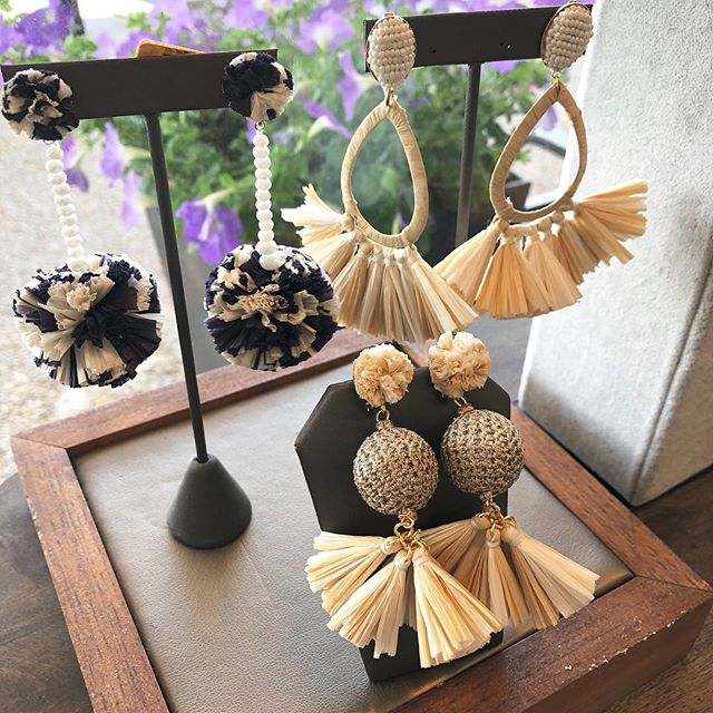 Just a few of these wonderful raffia summer earbobs left! Come and get em folks! 3 shopping days left. . . . . . #sale #movingsale #greatdeals