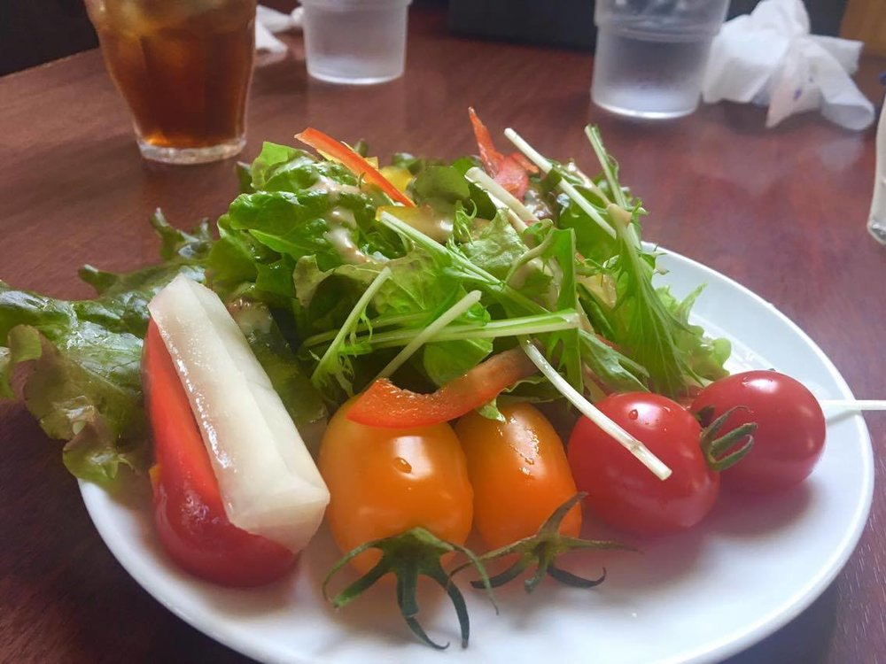 *採れたてトマトと自家製ピクルスもとってもおいしいです!