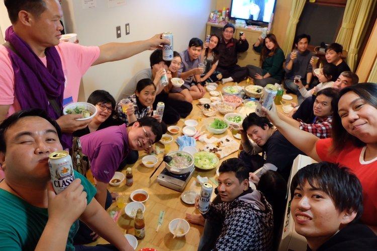 地元の方との交流パーティー以外にもみんなで料理を一緒につくる交流パーティーも行います!