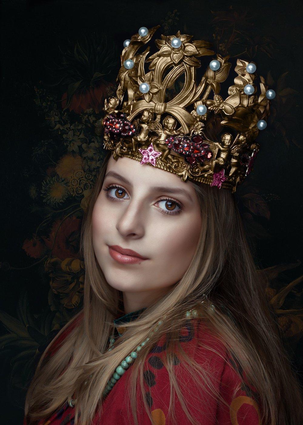 queen-2623776_1920.jpg