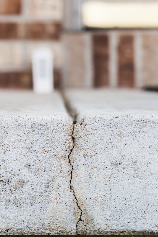 CN_RES_CR_Cement-Crack_02.jpg
