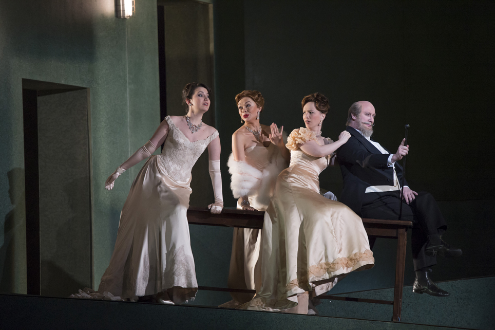 ©BC20140111_MANON_RO_475 KELLY AS JAVOTTE, KARYAZINA AS ROSETTE,  MIHAI AS POUSSETTE, MORTAGNE AS GUILLOT.jpg