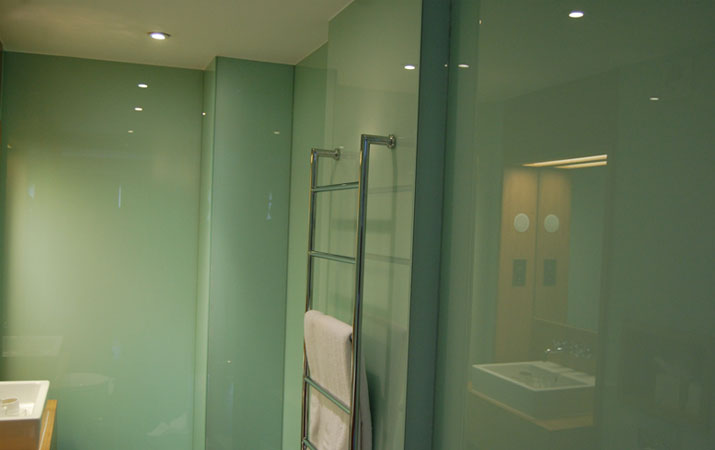 Bathroom splashbacks & bathroom glass walls