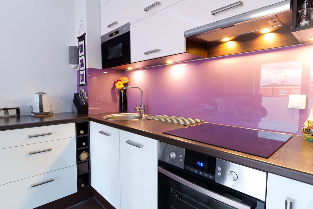 glass splashbacks in kitchen aubergine
