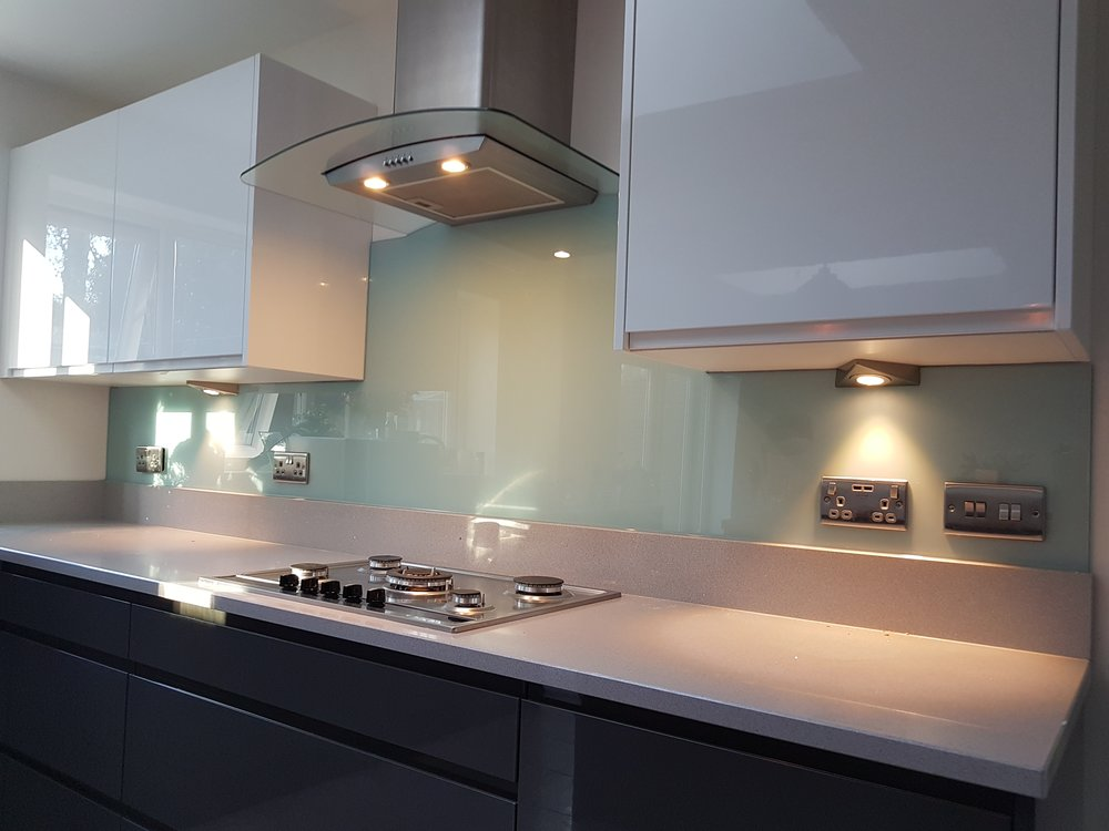 T-shape glass splashback