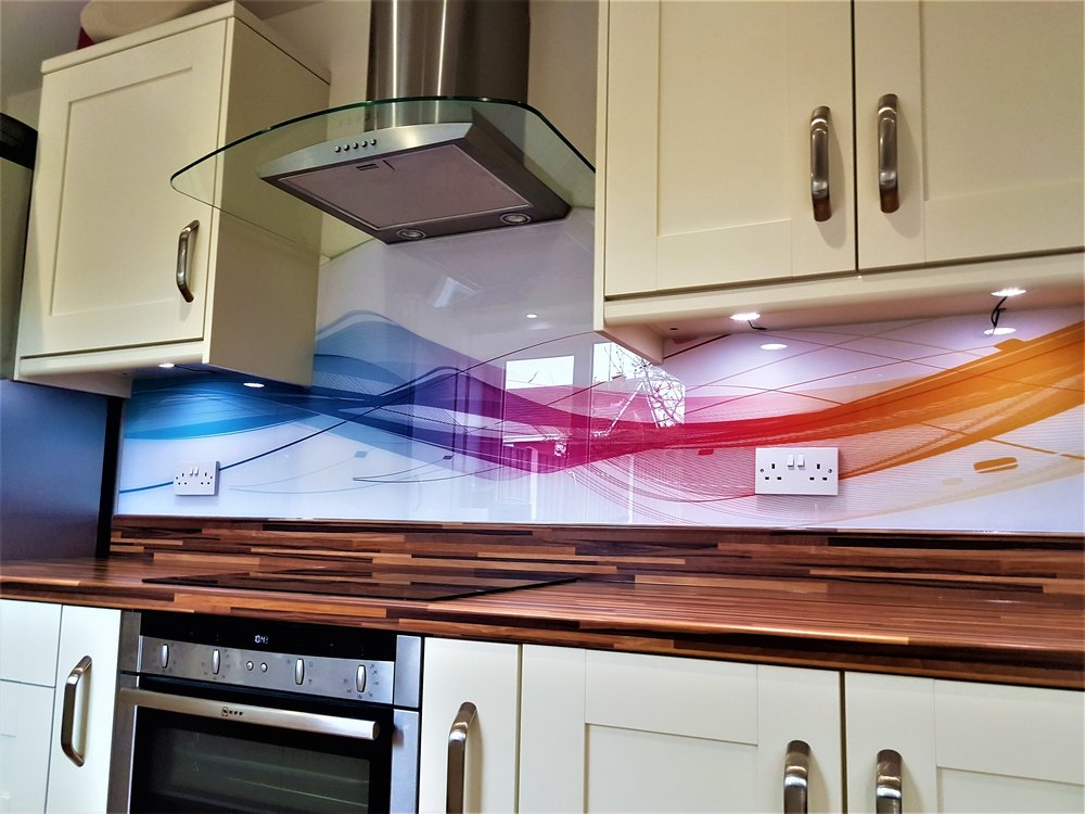 digital print t-shape glass splashback.