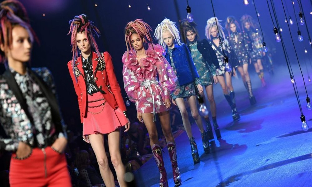 Marc Jacobs Fall '16 Fashion Show in New York Photo Credit: www.theguardian.com