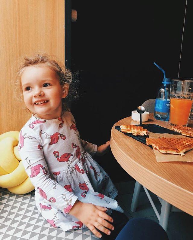 Мы говорили, как сильно любим вас и ваши снимки? Совсем недавно у нас в гостях была чудесная @love_enot ❤️ Согласитесь, самое время прогулять садик или школу и заехать на вафли? ❤️