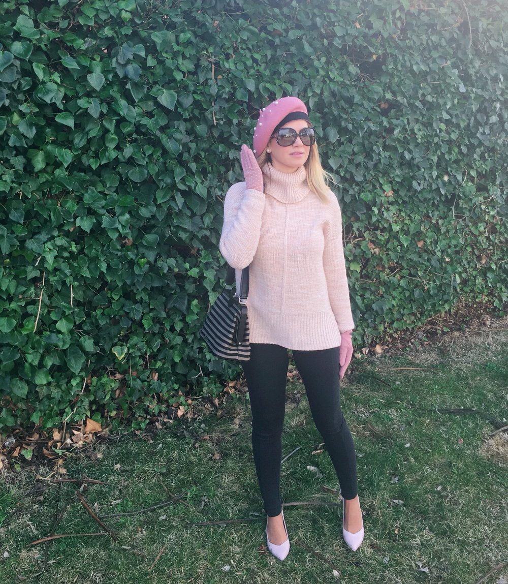 OUTFIT DETAILS: Sweater: PRIMARK (old); Gloves and Beanie: Gifts from family; Shoes: STRADIVARIUS (Sp/S ´18); Bag: BIMBA Y LOLA; Sunglasses: VOGUE; Leggings: ZARA (old);