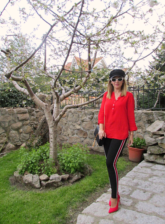 OUTFIT DETAILS: Leggings: ZARA (S/S ´18); Stilettos: STRADIVARIUS (S/S ´18); Bag: YVES SAINYT LAURENT; Blouse: PRIMARK (old); Sunglasses: ZARA S/S ´18; Cap: H&M (S/S '18); Swatch: MAREA;