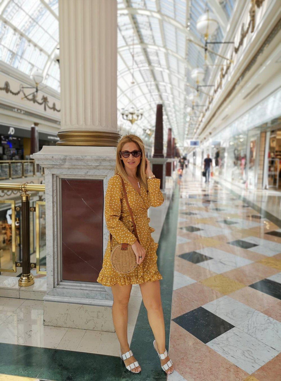 vestido-de-lunares-mostaza