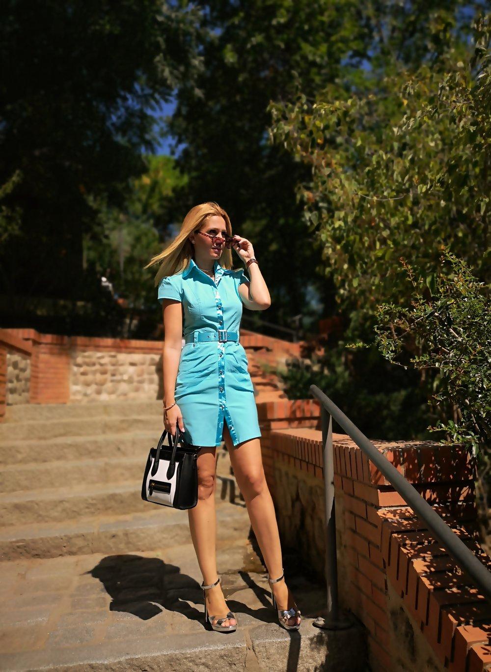 vestido-azul-ribeteado-en-raso