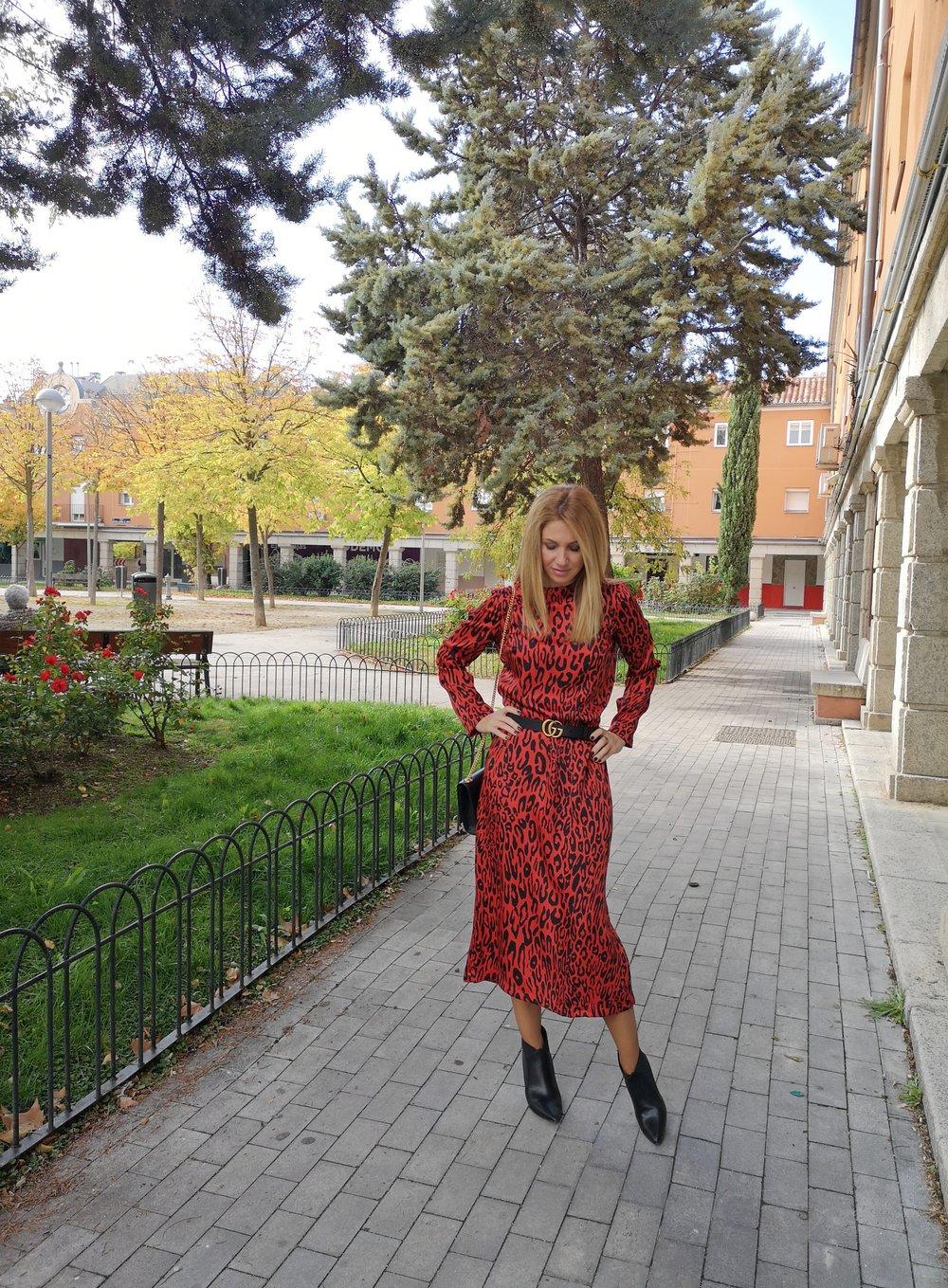 OUTFIT DETAILS: Dress: ZARA (Au/W '18); Ankle boots: PEDRO MIRALLES; Belt: GUCCI; Bag: YVES SAINT LAURENT;