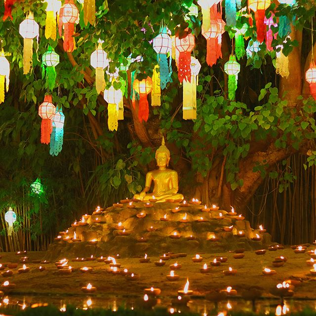 #throwback to a colorful last night in #chiangmai It was simply magical. #loykratong #yipengfestival #yeepengfestival #buddah #lantern #watphantao #watphantaotemple #tempel #ceremony #travel #travelgram #reisen #wanderlust
